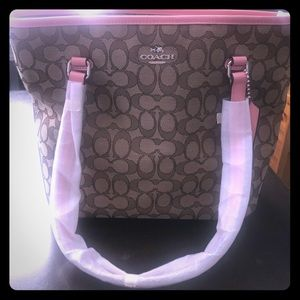 Beautiful NEW Coach shoulder bag